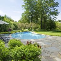 Irregular patios to flatter your poolside
